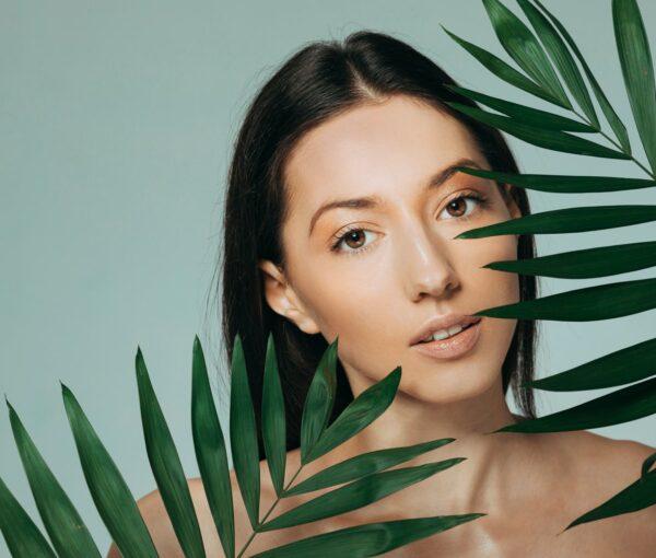 brunette-girl-posing-with-exotic-leaves